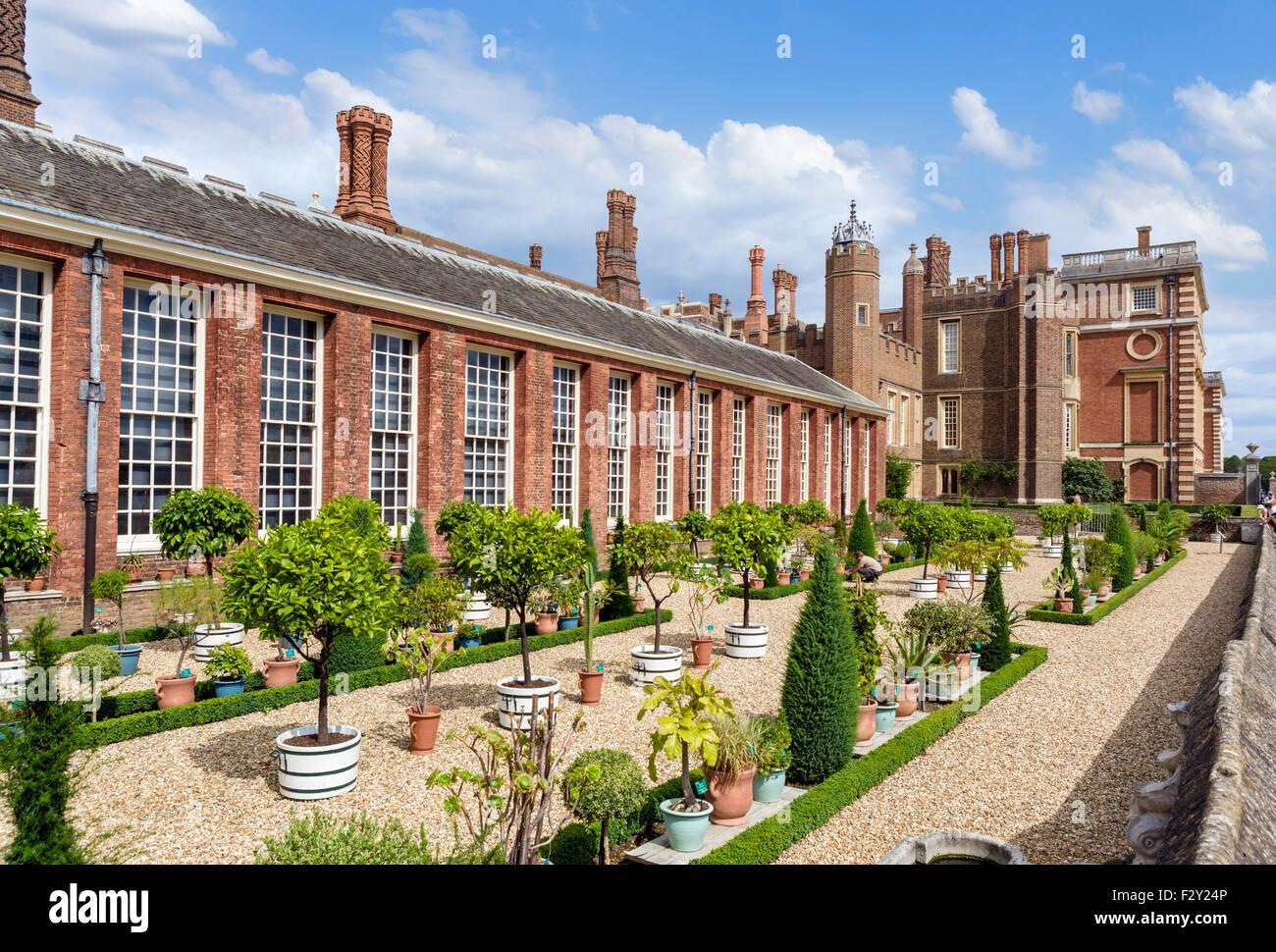 Die untere Orangerie-Garten und Terrasse, Hampton Court Palace, größere London, England, UK Stockbild