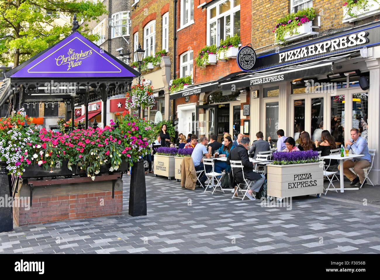 Pizza Express Pizza Restaurant mit Menschen Essen und trinken im Freien zu Speisen, in St Christophers Ort an der Stockbild