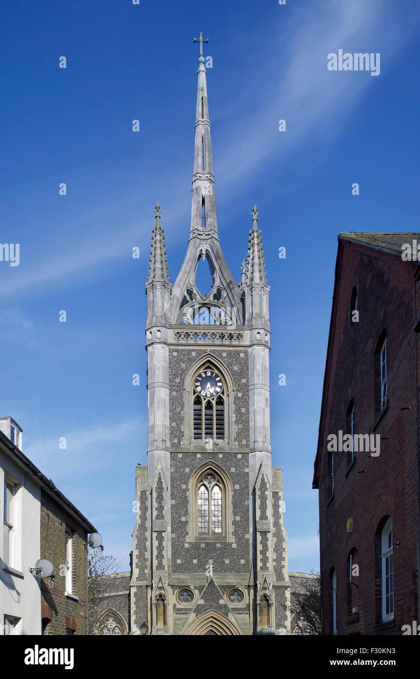 Faversham, Kirche der Hl. Maria von Nächstenliebe, Kent. Turm und Kirchturm Stockbild