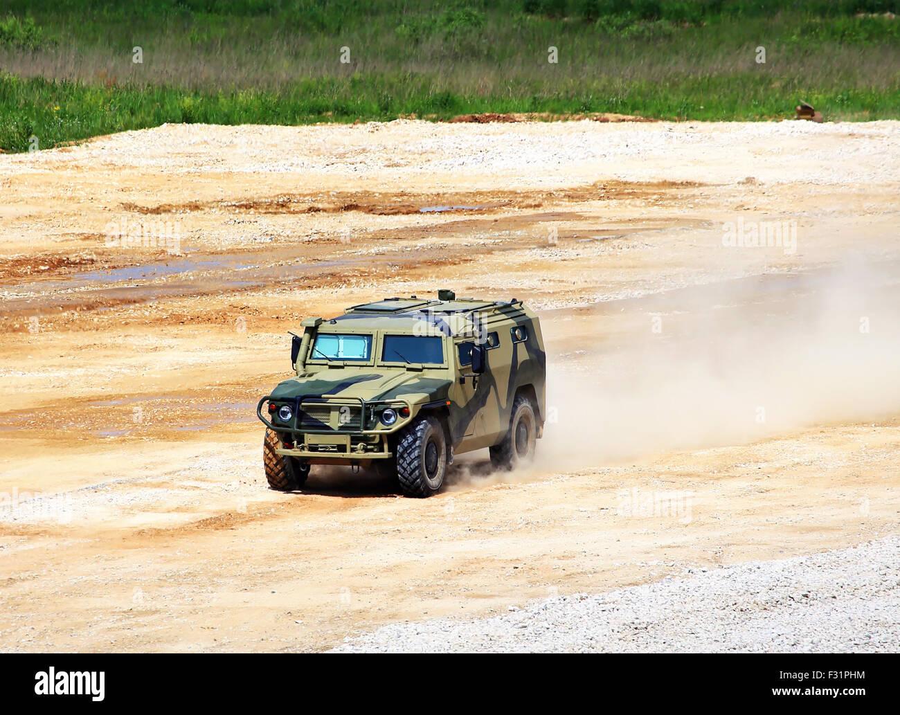 Militärische alle Gelände-LKW mit einem Metallgehäuse Rahmen und ...