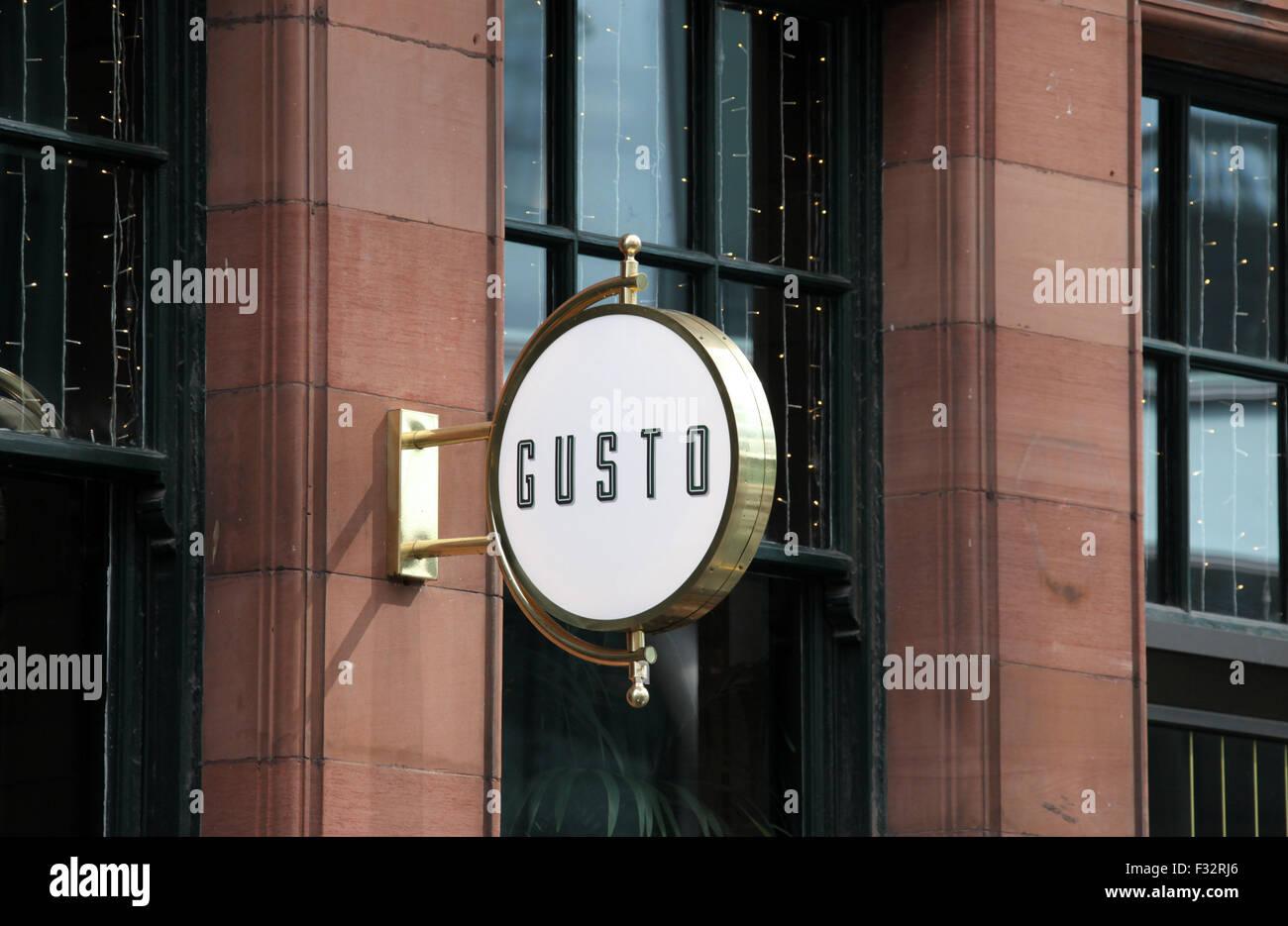 GUSTO Restaurant Zeichen in Manchester Stockbild