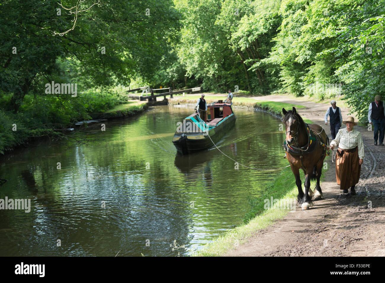 Klettergurt Englisch : Pferd schlepp boot schmale kohle england englische europa stockfoto
