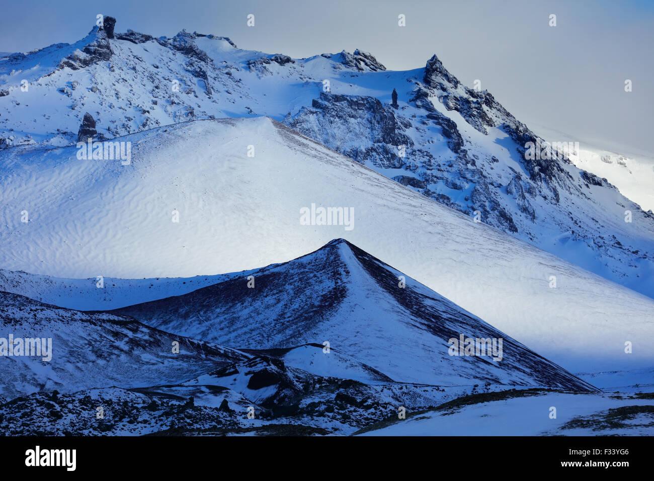 verschneiten Hafrafell, Snaefellsness Halbinsel, Island Stockbild