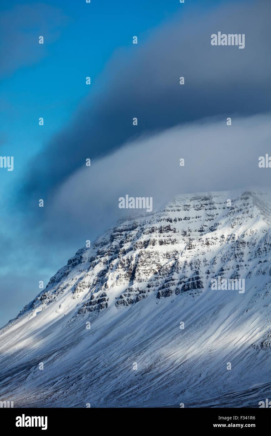 verschneiten Bjarnarhafnarfjalll, Snaefellsness Halbinsel, Island Stockbild