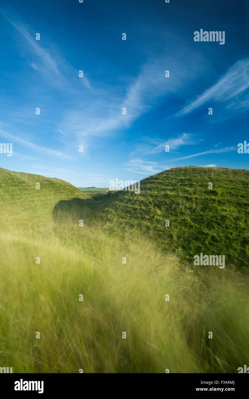 der westlichen Stadtmauer von Maiden Castle, eine Wallburg der Eisenzeit in der Nähe von Dorchester, Dorset, Stockbild