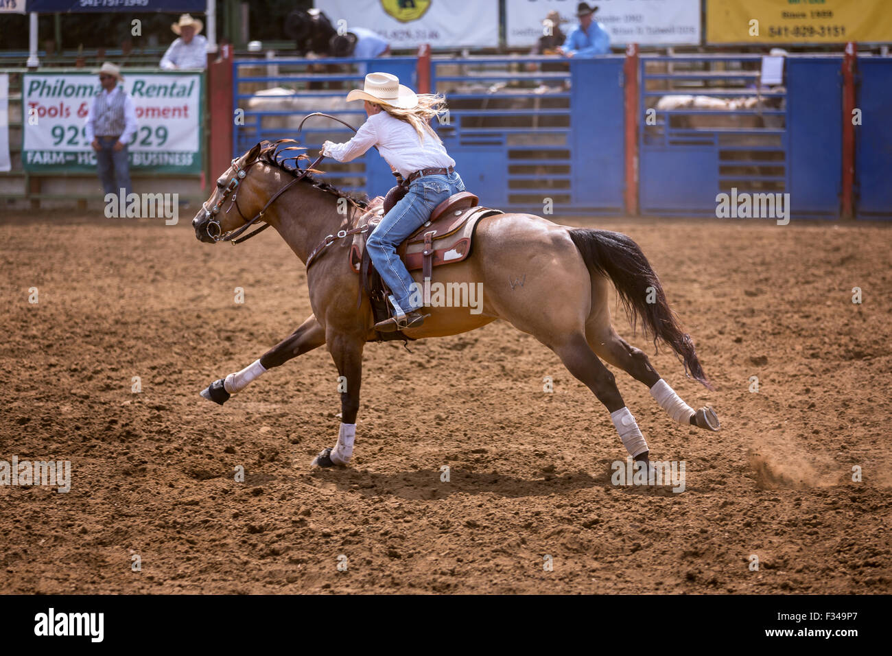Rodeo Cowgirl Stockfotos Amp Rodeo Cowgirl Bilder Alamy