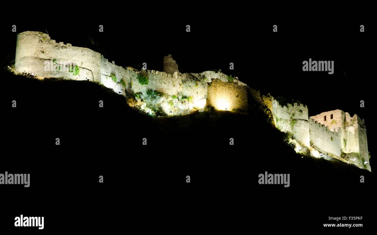 Der Palast von Mystras in der Nacht, einem historischen byzantinischen Lanmark in Griechenland Stockbild