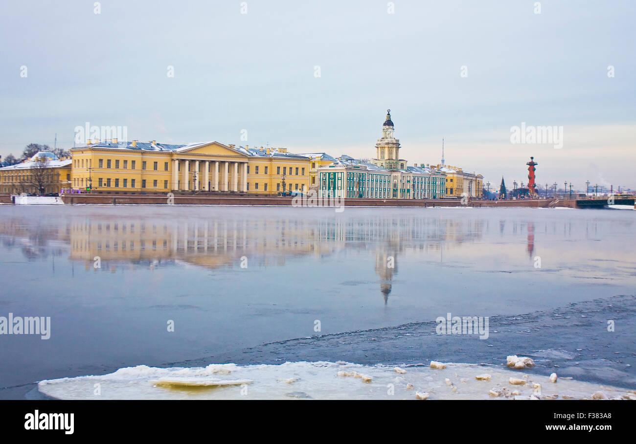 St. Petersburg, Russland, Universität Kai des Flusses Newa im Winter, Akademie der Wissenschaften, 1783-1789, Stockbild
