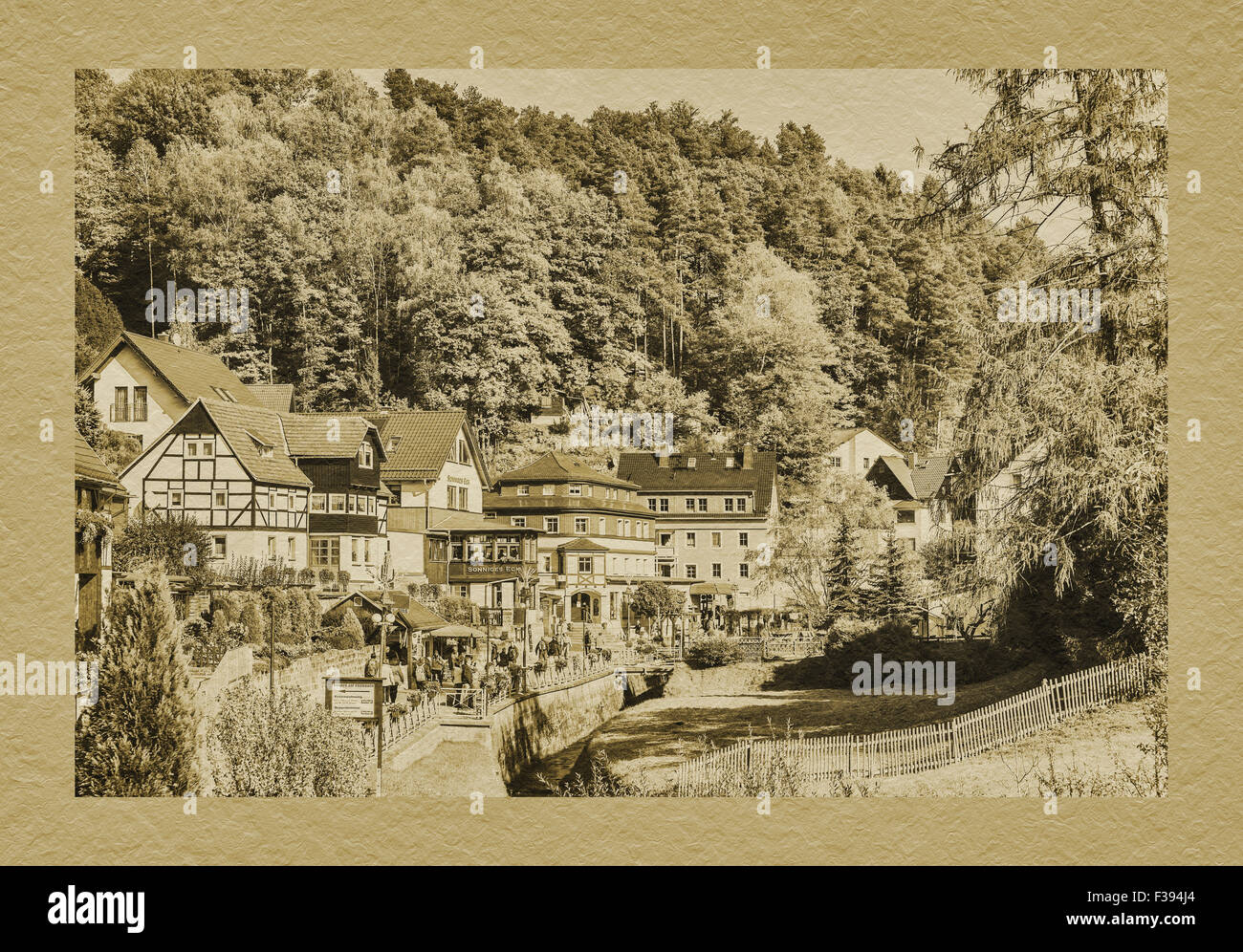 Blick über Gruenbach River in Health Resort Rathen, Nationalpark Sächsische Schweiz, Sachsen, Deutschland, Stockbild