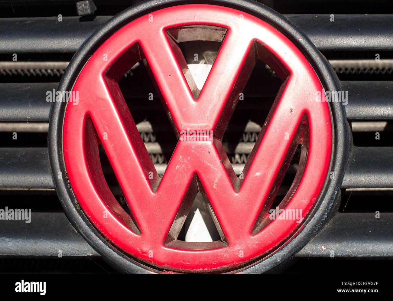 Einen Roten Volkswagen Logo Auf Einem Diesel Fahrzeug In Frankfurt