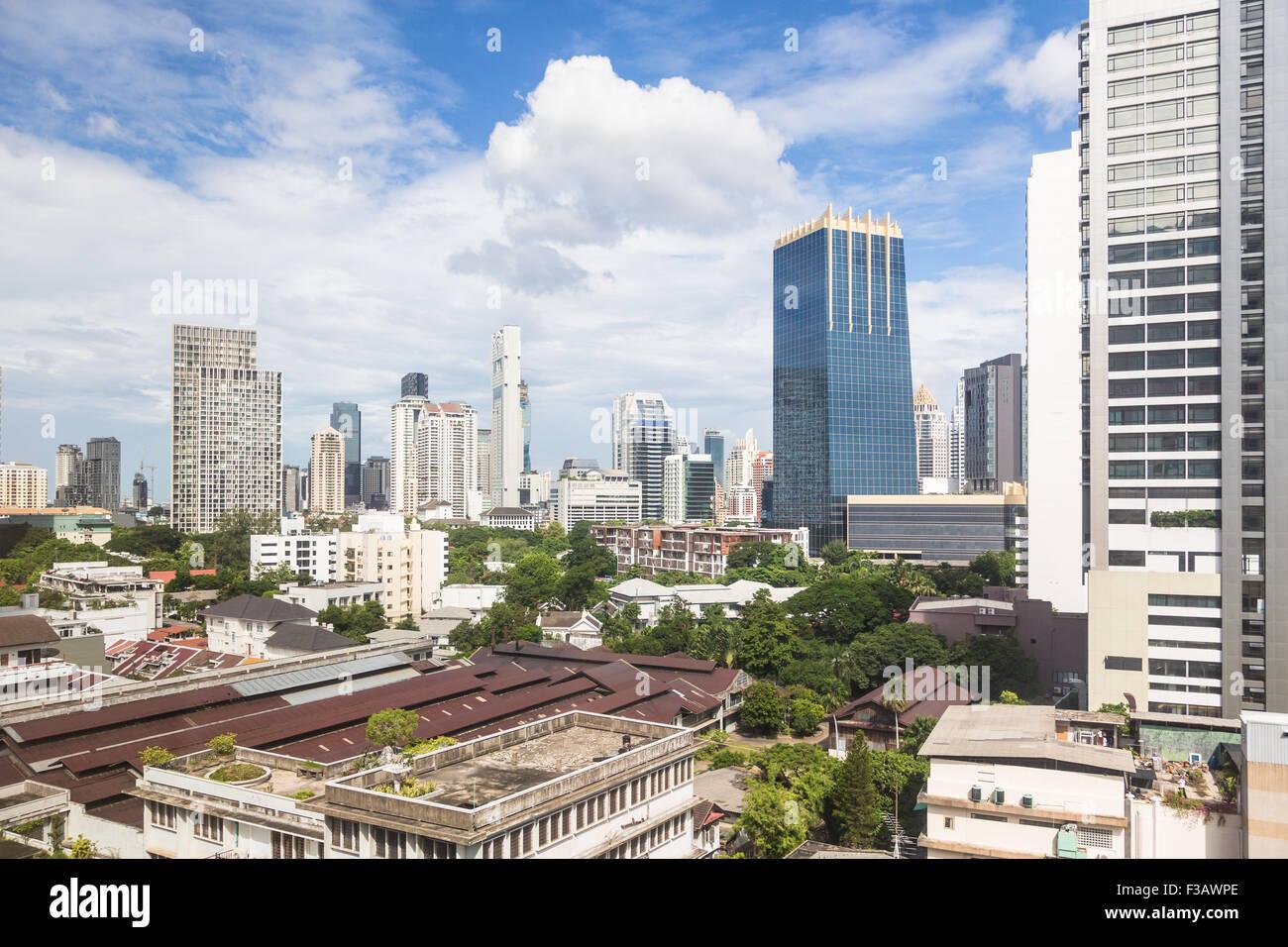 Moderne Skyline Bangkoks rund um das Geschäftsviertel Sathorn/Silom, enthält viele Luxushotels und Bürotürmen, Stockbild