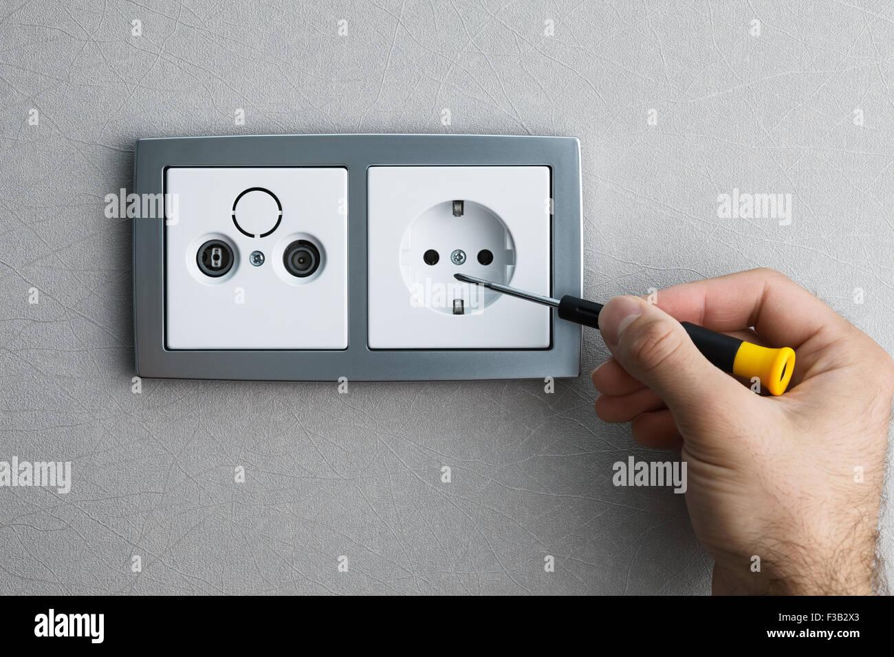 Silberne Wand installieren eine silberne wand ac steckdose mit einem