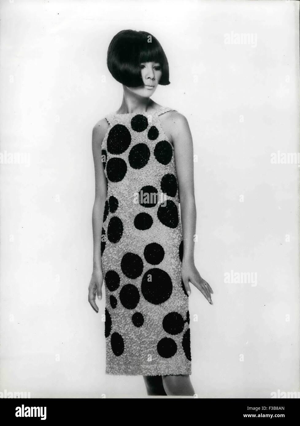 4. Januar 1968 - Herbst und Winter Mode Ops: Cocktail-Kleid, rosa ...