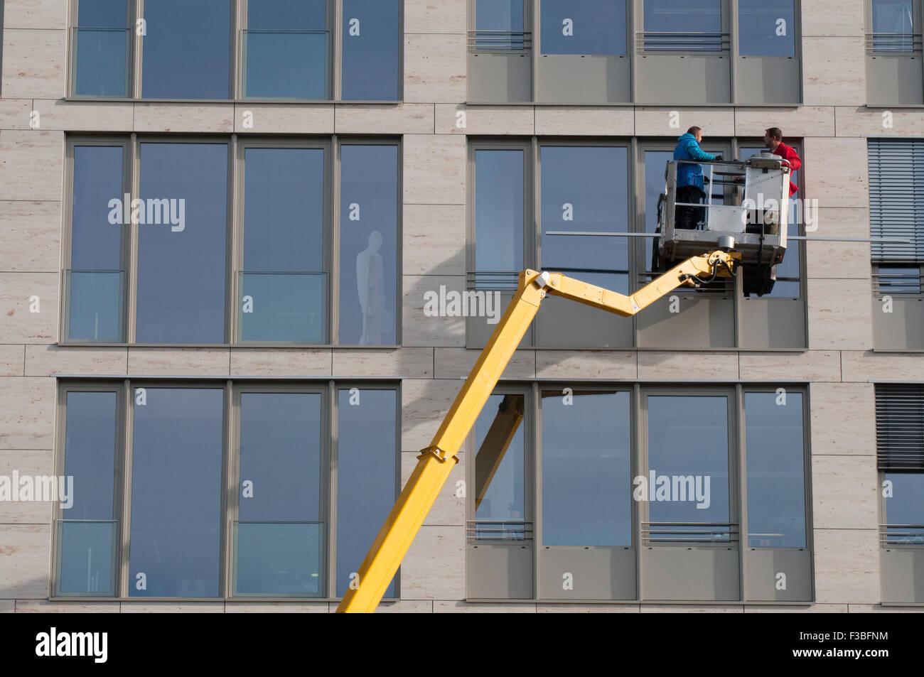 Fensterputzer Am Arbeitsplatz Berlin Stockfoto Bild 88149648 Alamy