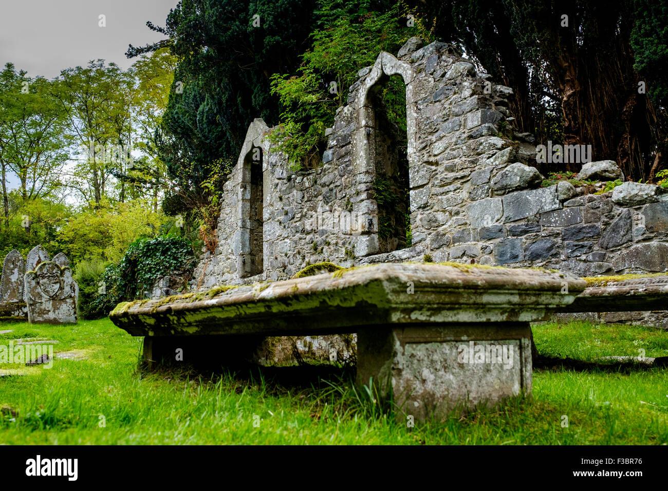 Alte Grabsteine in Balquhidder Kirk Friedhof in die Trossachs, Schottland Stockfoto