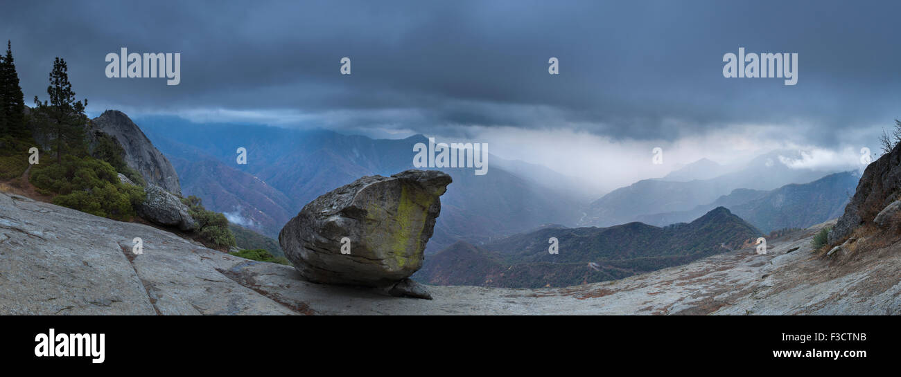 Hanging Rock und Kaweah Tal, Sequoia Nationalpark, Kalifornien, USA Stockbild