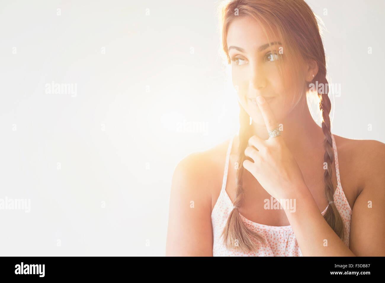 Porträt der jungen Frau im studio Stockbild