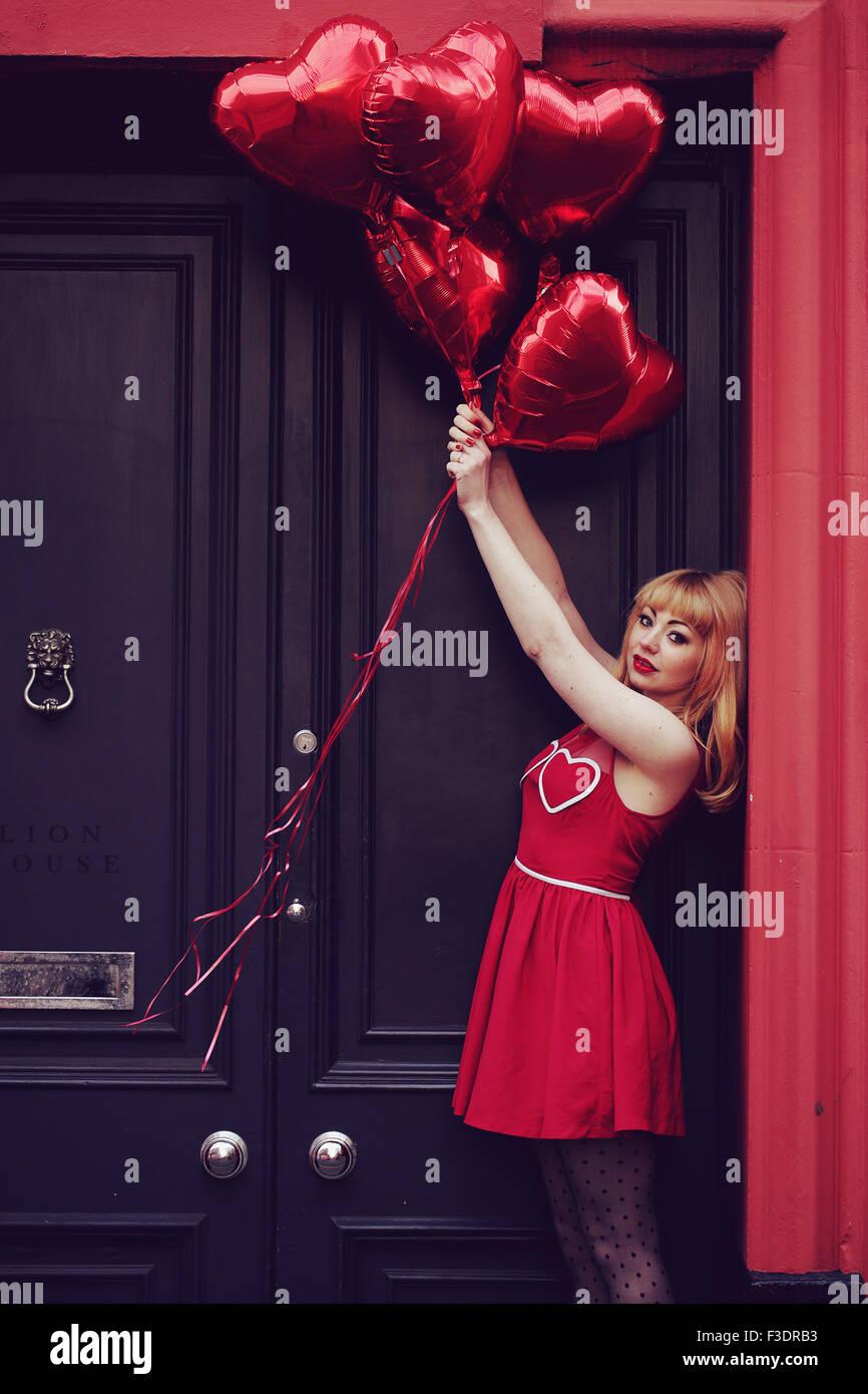 Romantische Themen Mädchen im Stadtgebiet Stockfoto