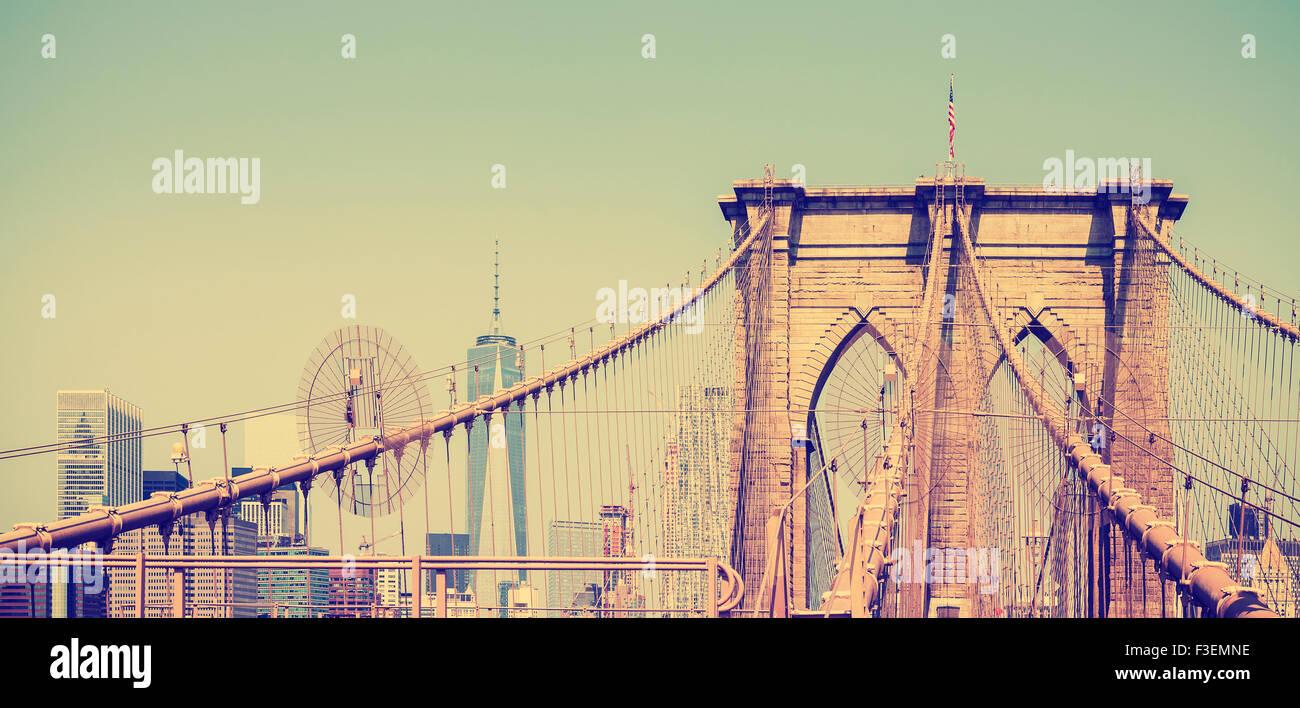 Jahrgang gefiltert Panoramaaufnahme der Brooklyn Bridge in New York City, USA Stockbild