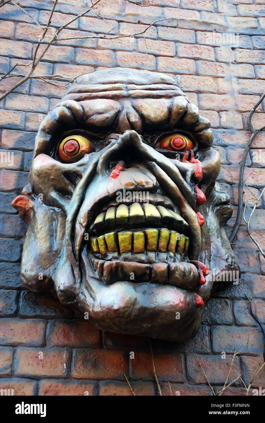 Evil Maske an Wand Stockbild