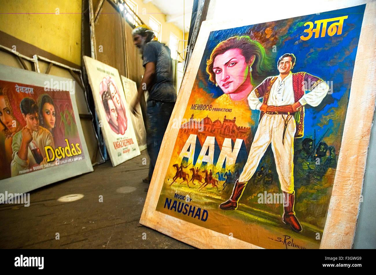 Bollywood poster Maler Bombay Mumbai Maharashtra Indien Stockbild