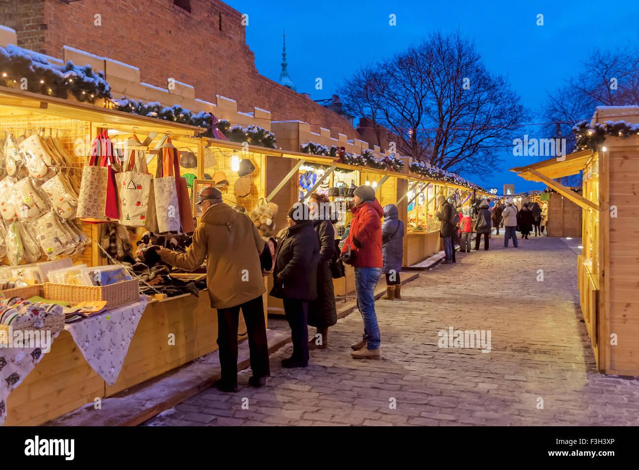 Weihnachtsmarkt im Barbican in der alten Stadt von Warschau, Polen Stockbild