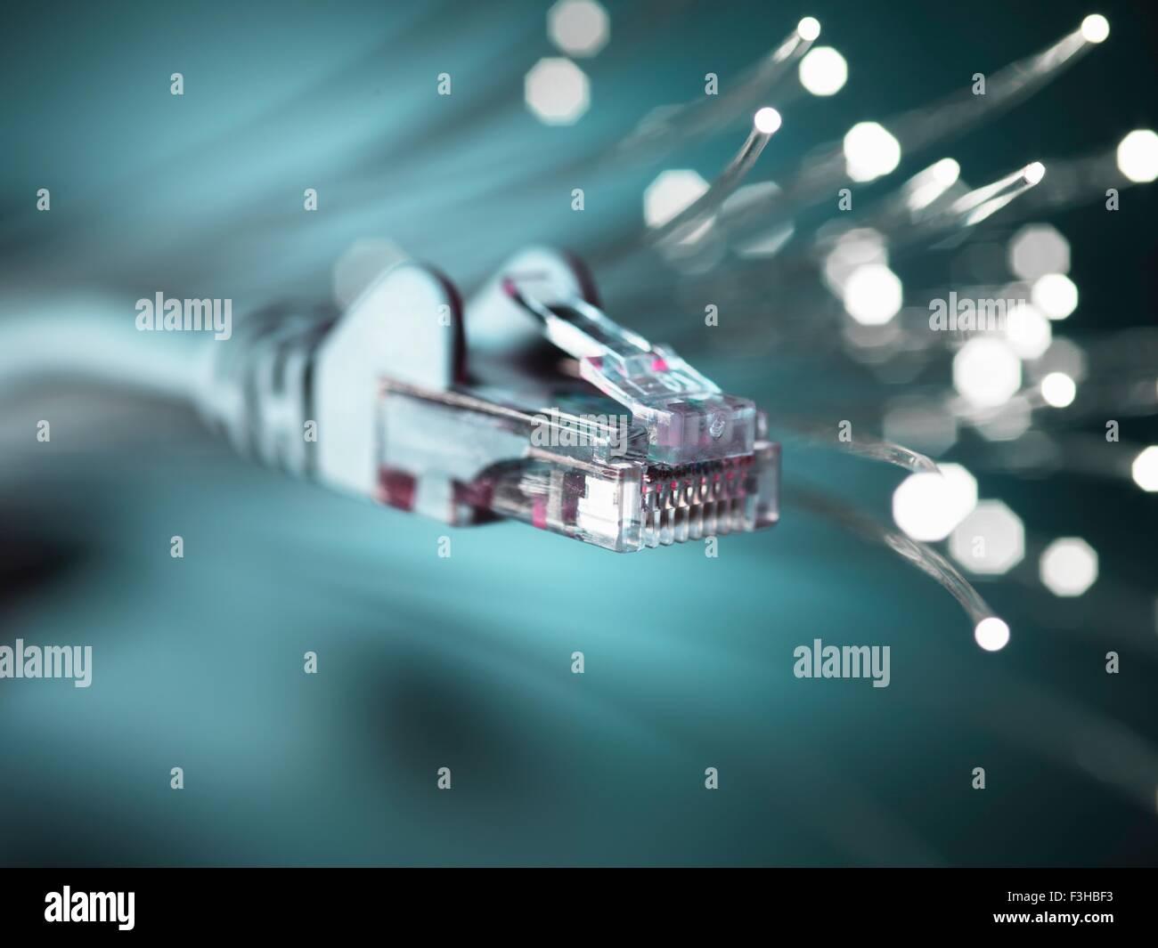 Internet-Netzwerk-Connector mit Faseroptik, Nahaufnahme Stockbild