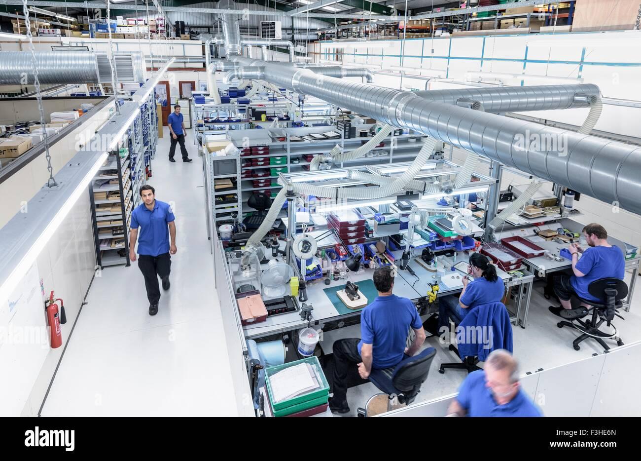 Übersicht der Produktionslinie in Elektronik-Fabrik Stockbild
