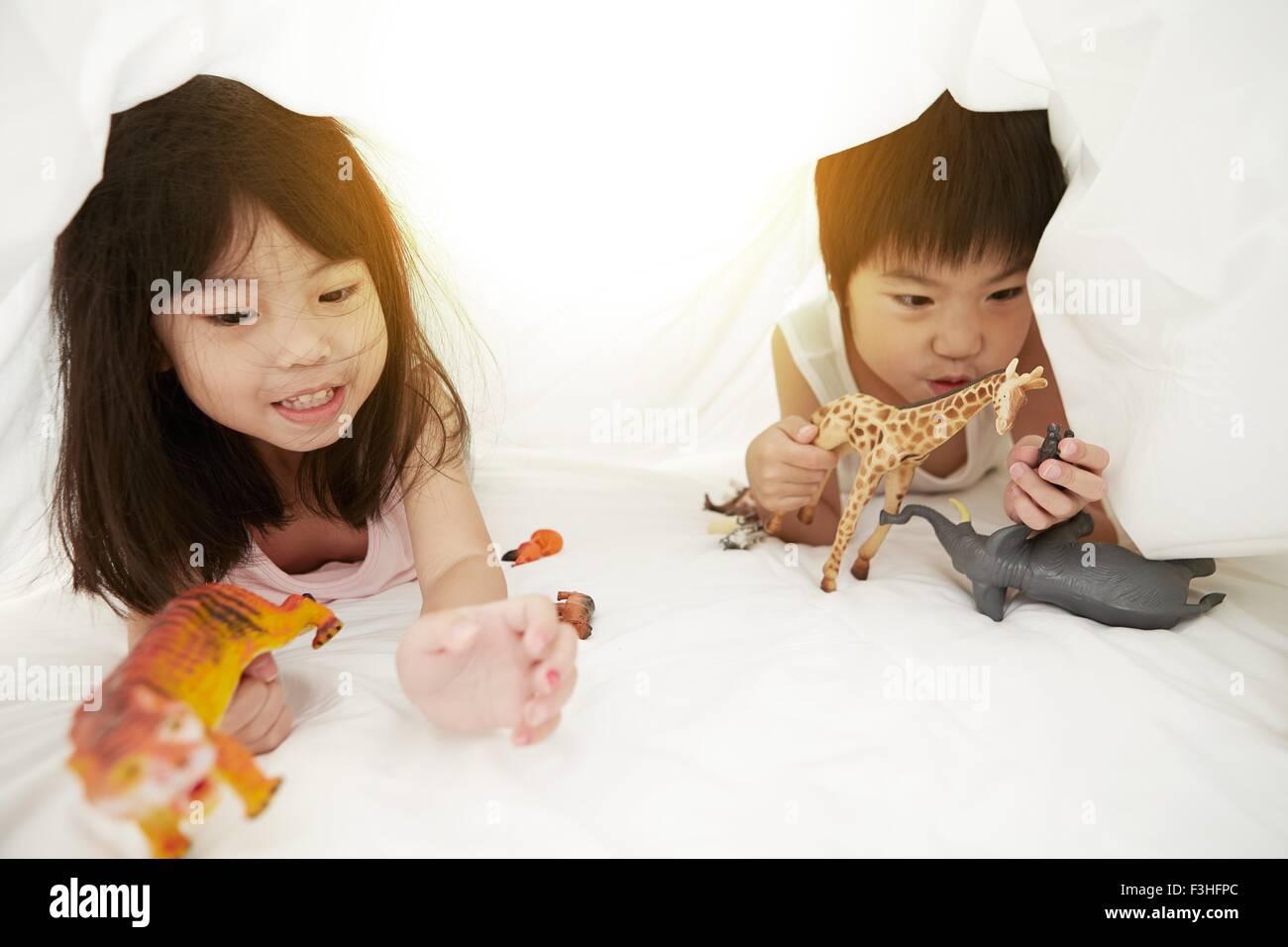 Bedtime stockfotos bedtime bilder alamy - Bettwasche baby junge ...