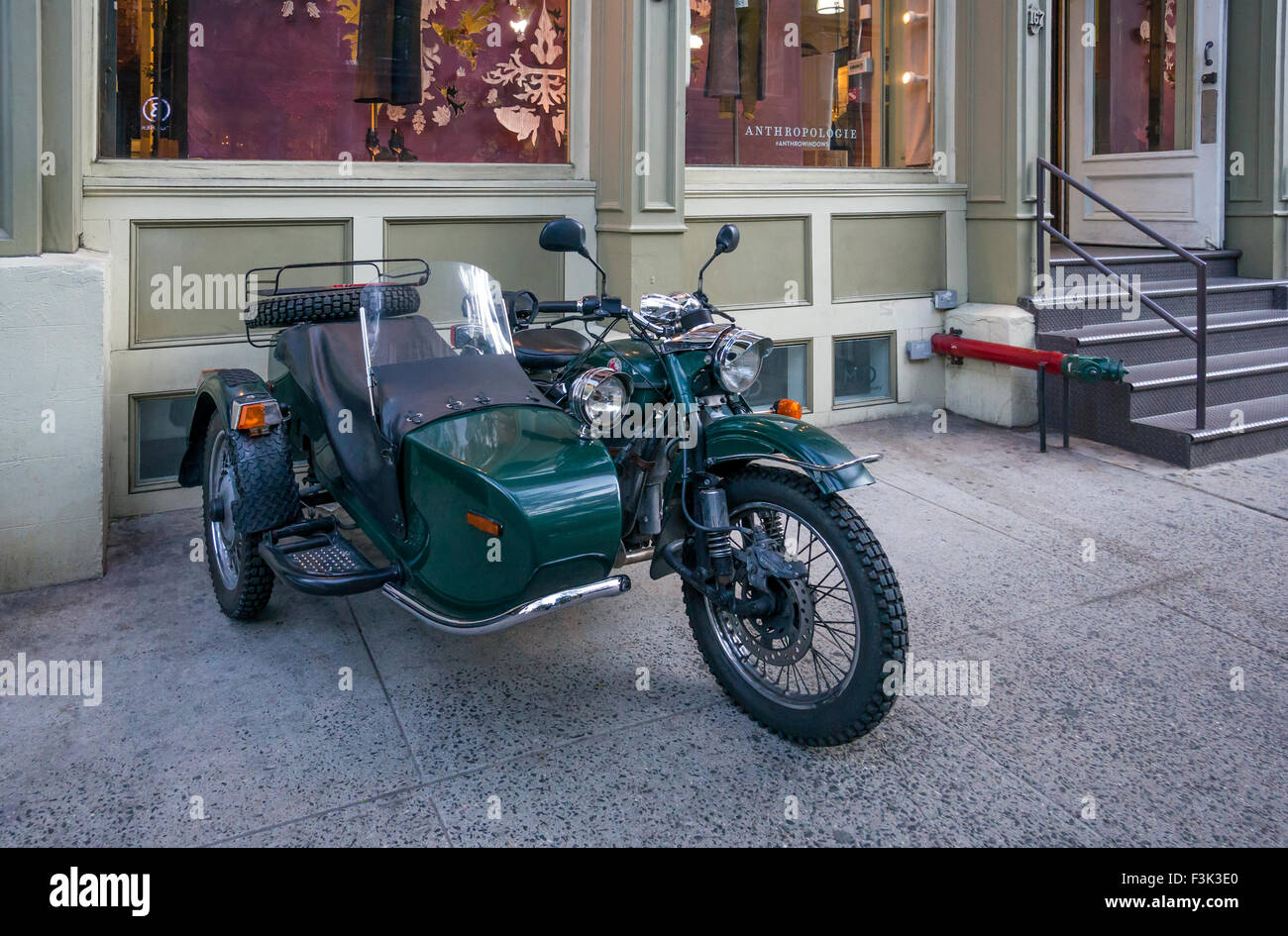 ural motorrad mit beiwagen stockfoto bild 88315640 alamy. Black Bedroom Furniture Sets. Home Design Ideas