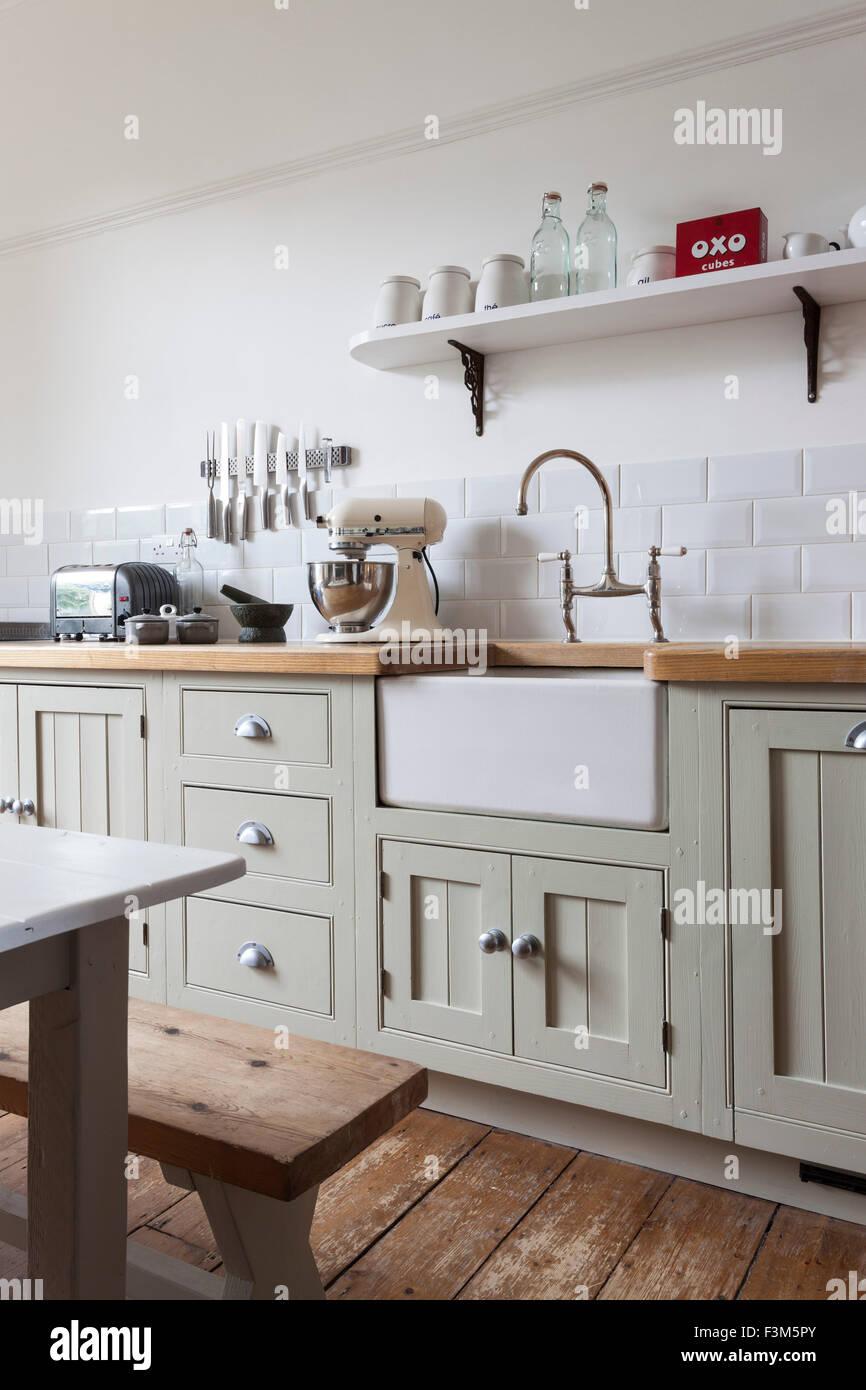 Modernen Shaker Stil Küche mit bemalten Schränken und Belfast ...