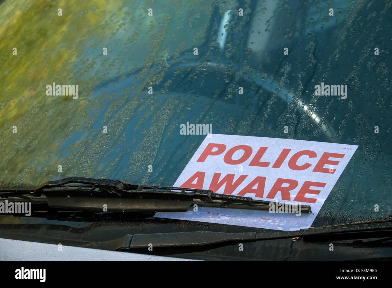 Polizei Im Bewusstsein Der Windschutzscheibe Ein Verlassenes