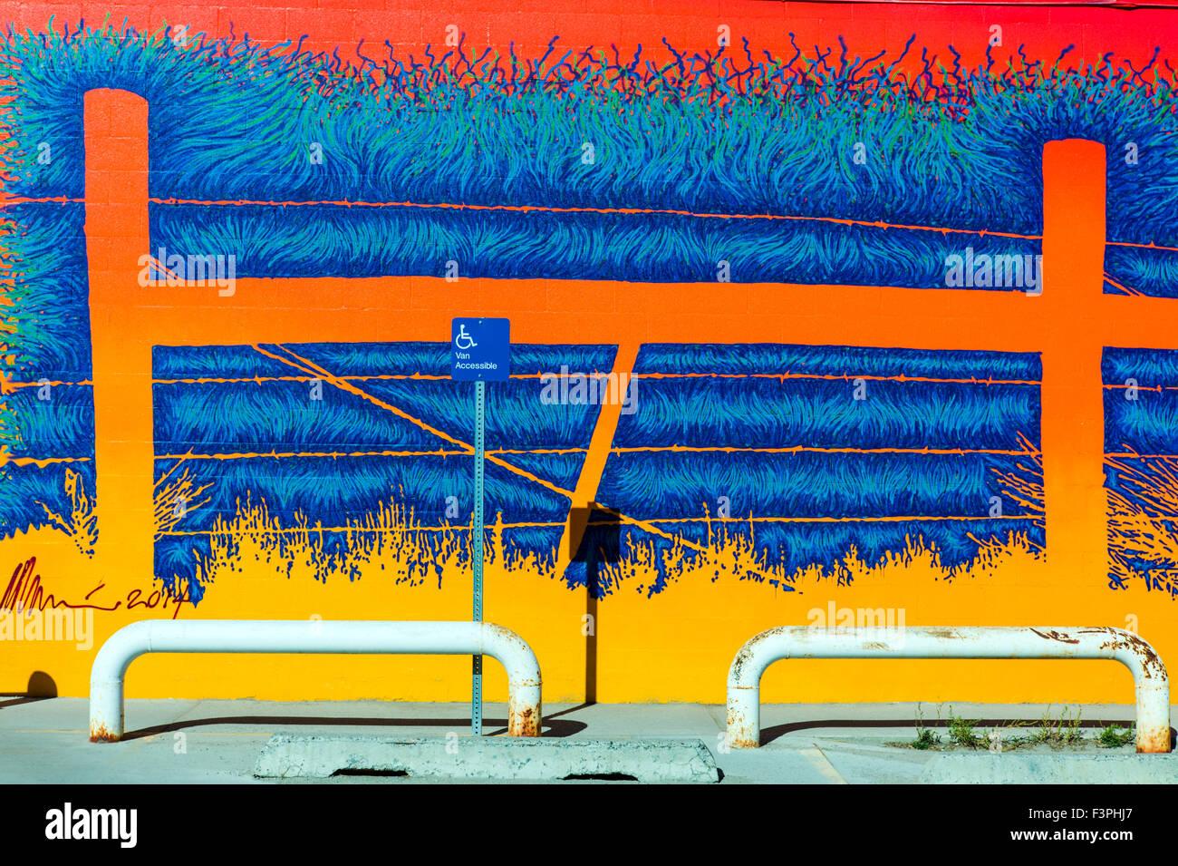 Bunte Außenwand Wandgemälde von Künstler David Klaren; U.S. Post Office; Pinedale; Wyoming; USA Stockbild