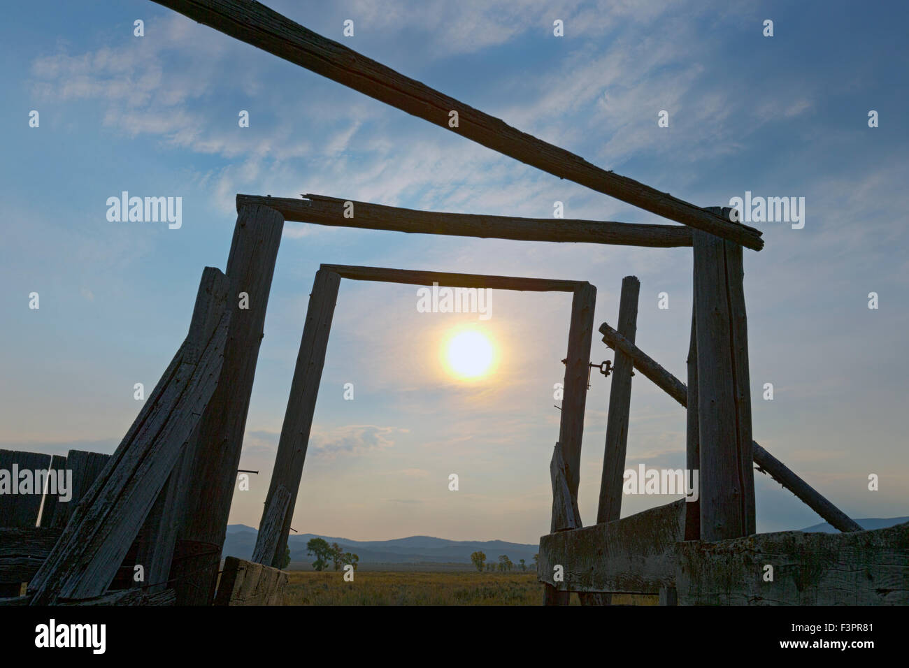Color Abstract Sun Mountain Icon Stockfotos & Color Abstract Sun ...