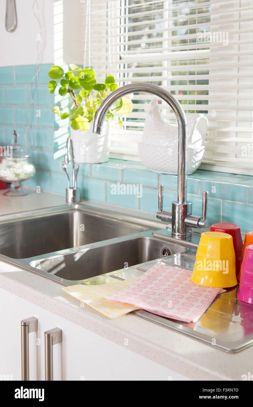 Blue Kitchen Tiles Stockfotos & Blue Kitchen Tiles Bilder - Alamy