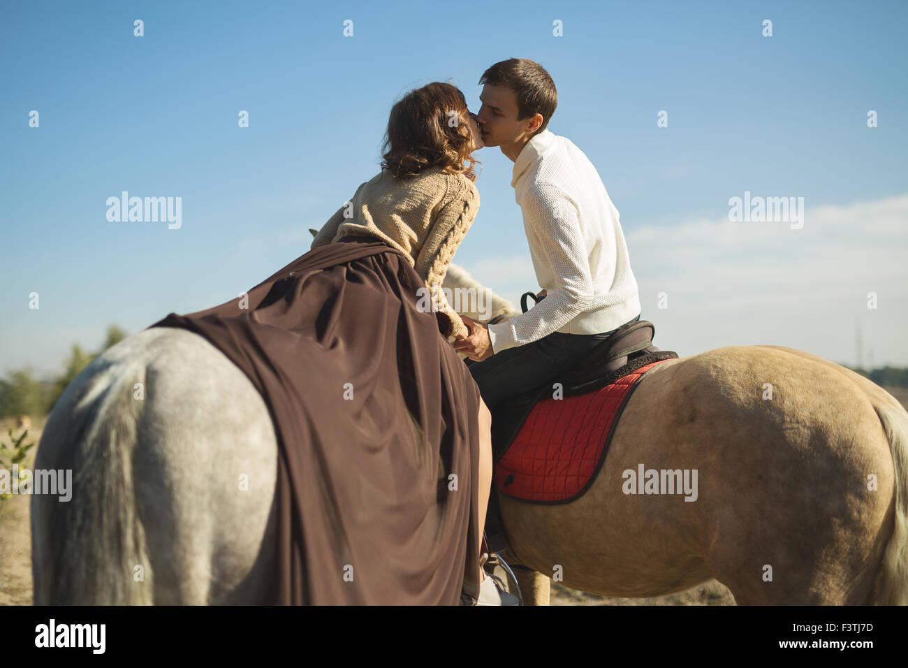 Romantisch zu zweit Reiten Stockbild