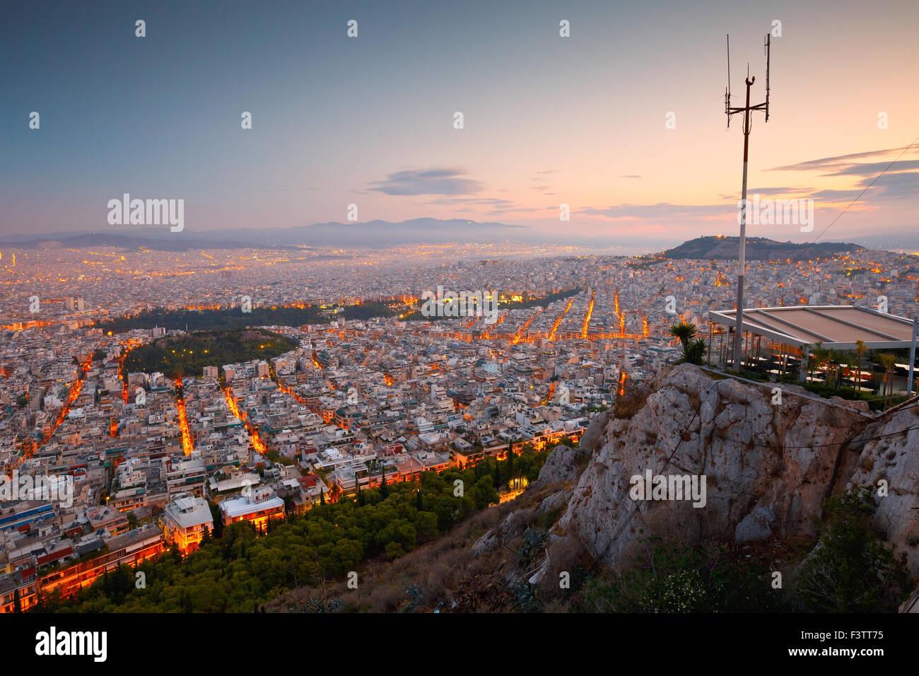 Blick auf Athen und Strefi-Hügel von Lycabettus-Hügel Stockbild