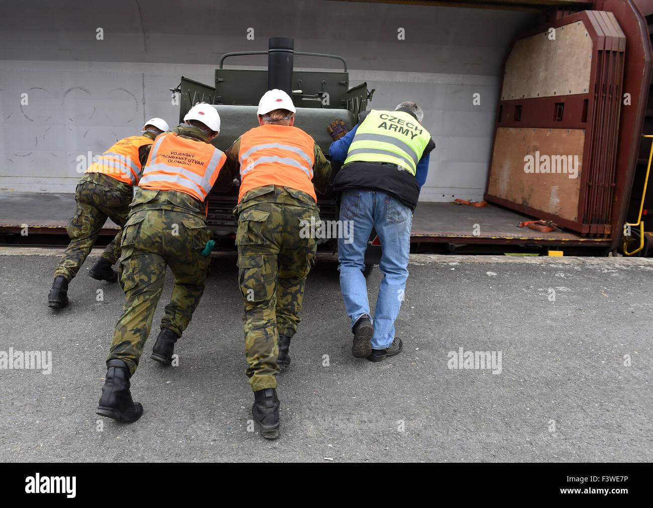 Olomouc, Tschechische Republik. 13. Oktober 2015. Tschechische Technische  Truppen Sind Für Ungarn