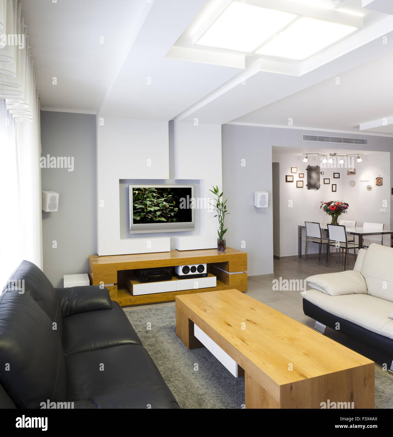 Couch Table Tv Wood Floor Stockfotos & Couch Table Tv Wood Floor ...