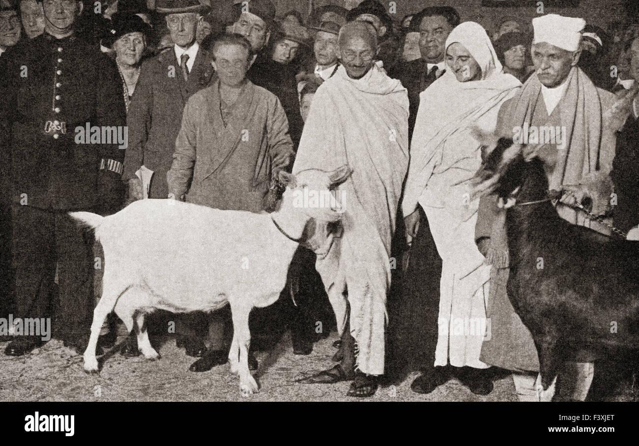 Mahatma Gandhi kommt in London, England im Jahre 1931 mit seinem Schüler, Madeleine Slade, und seine zwei Ziegen.  Mohandas Karamchand Gandhi, 1869-1948.  Führer der indischen Unabhängigkeitsbewegung im britisch beherrschten Indien. Madeleine Slade aka Mirabehn, 1892 – 1982.  Britische Frau, die ihr Zuhause in Großbritannien leben und arbeiten mit Gandhi zu verlassen. Stockfoto