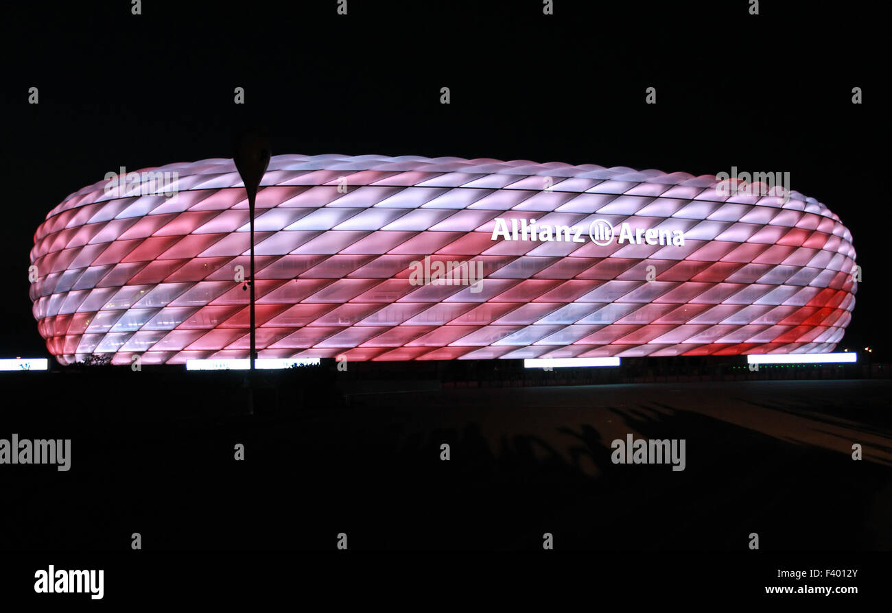 neue led beleuchtung f r die allianz arena f r fc bayern m nchen wo m nchen bayern. Black Bedroom Furniture Sets. Home Design Ideas