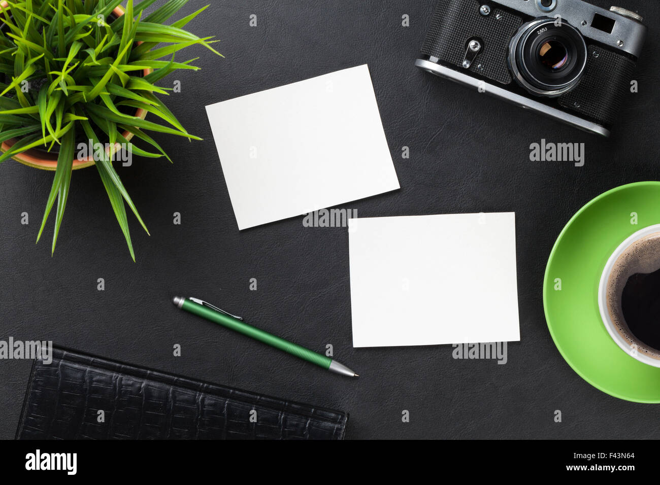Office Desk With Photo Frame Stockfotos & Office Desk With Photo ...