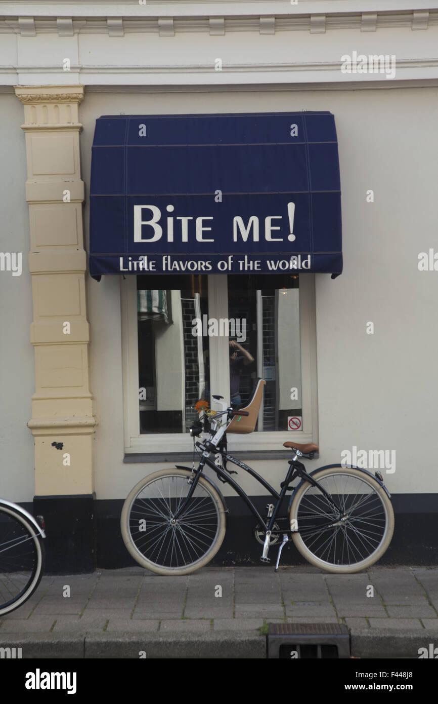 Beiß mich, den Namen eines Restaurant-Café in den Haag, Niederlande. Stockbild