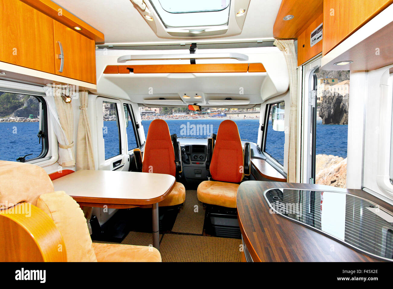 Bus And Trailer Stockfotos & Bus And Trailer Bilder - Seite 3 - Alamy