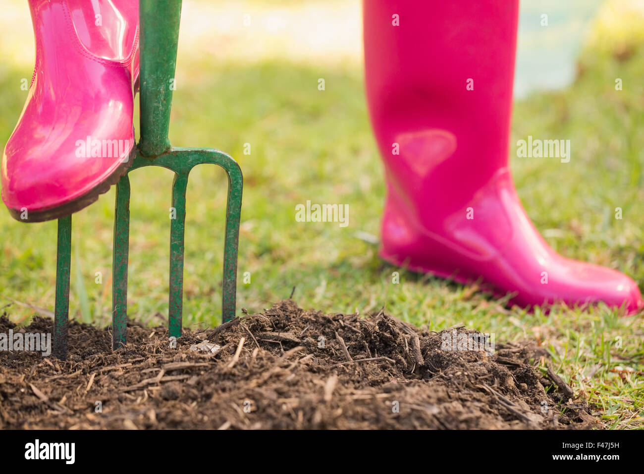 Woman wearing rubber boots stockfotos woman wearing for Garten arbeiten