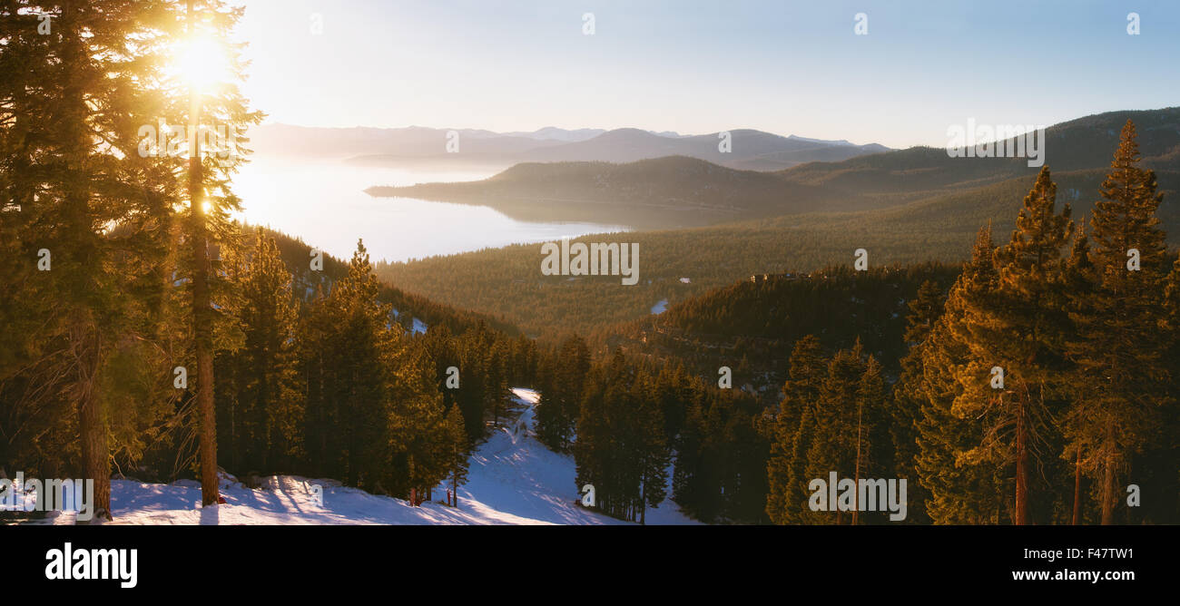 Sonnenuntergang in Lake Tahoe Ski resort Stockbild