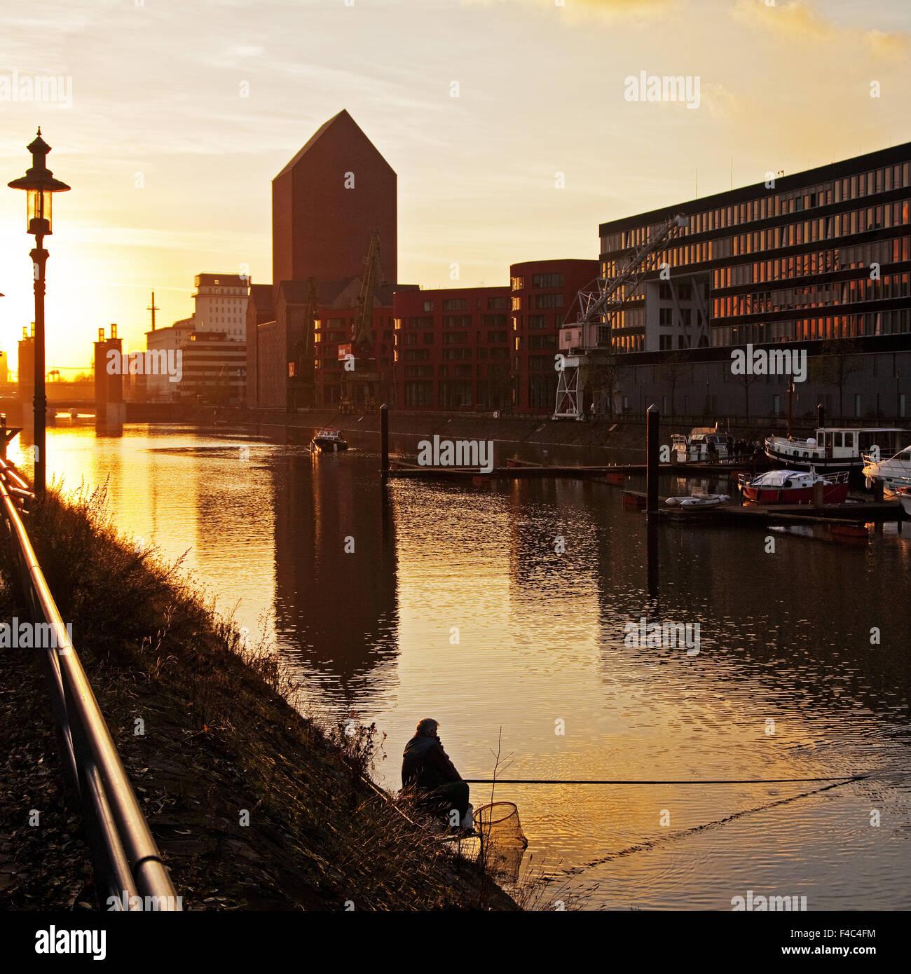 Duisburger Innenhafen bei Sonnenuntergang, Deutschland Stockbild