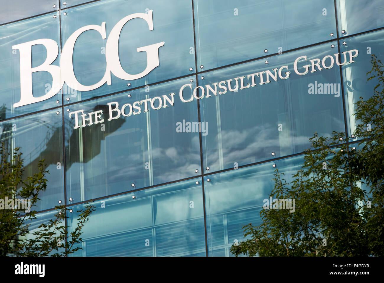 Ein Logo Zeichen außerhalb eines Bürogebäudes am 3. Oktober 2015 von der Boston Consulting Group in Amsterdam, Niederlande Stockfoto