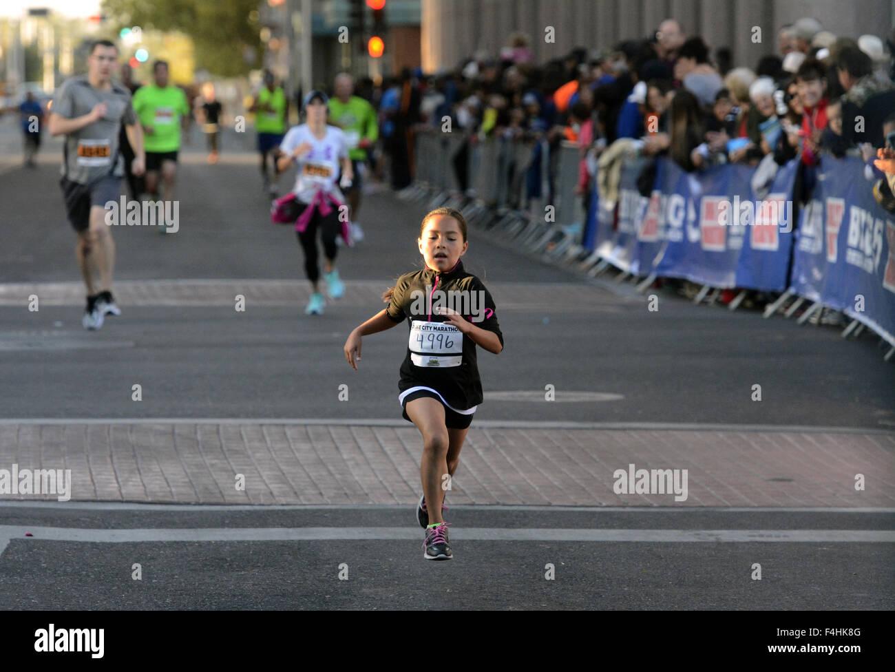 Albuquerque, USA. 18. Oktober 2015. Sport - Laufen Sie Leah Varela ...