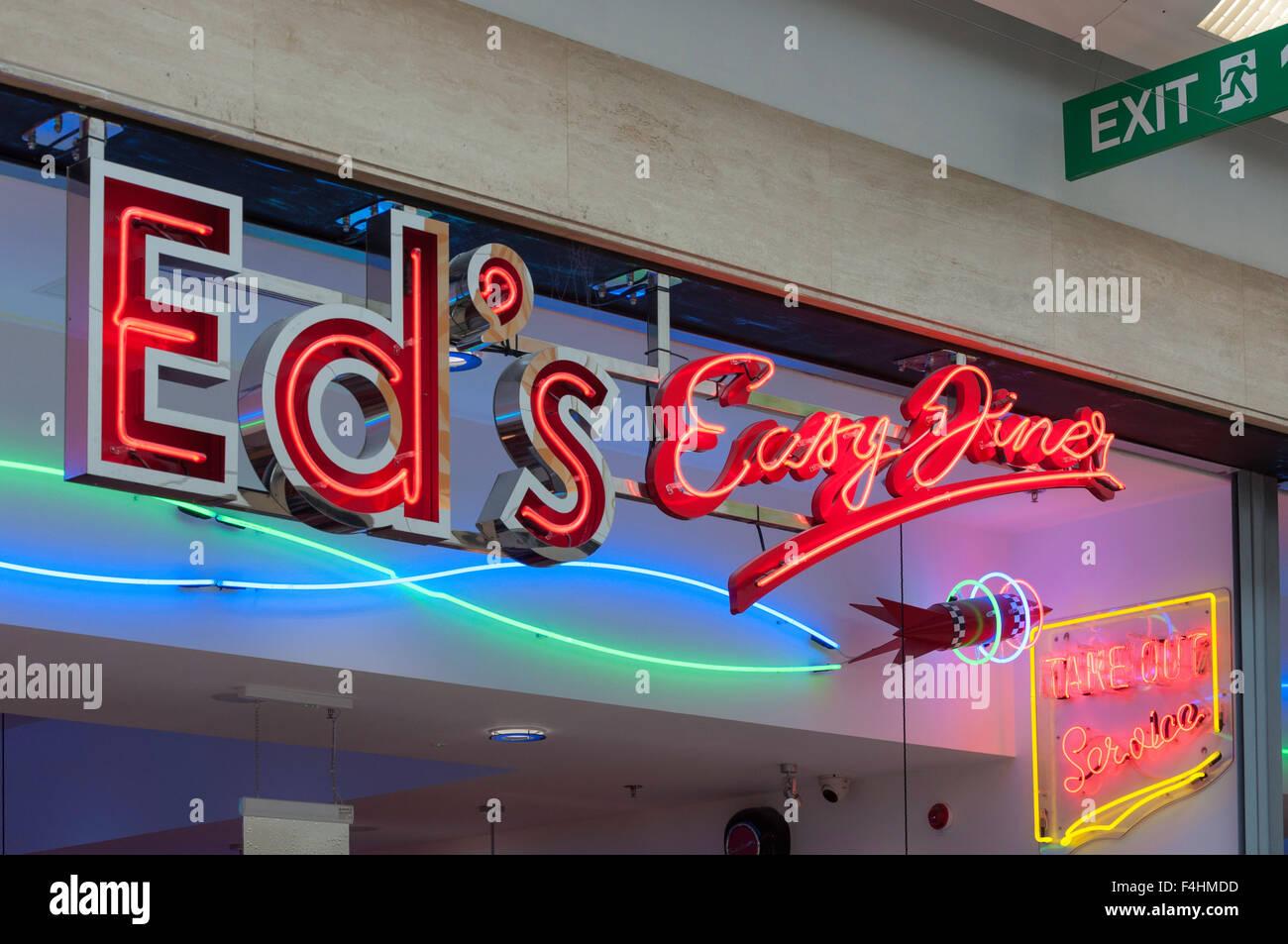 Ed es einfach Diner Neon Sign, The Mall Shopping Centre, Luton, Bedfordshire, England, Vereinigtes Königreich Stockbild